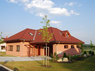 Photo for Spacious villa (with sauna) on the lake in beautiful wooded surroundings