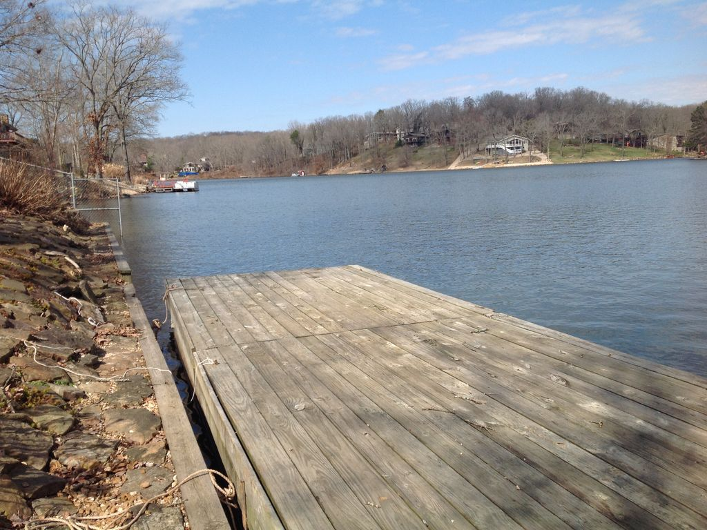 Lake front family fun sleeps 12 fantastic view and lake for Lake front view