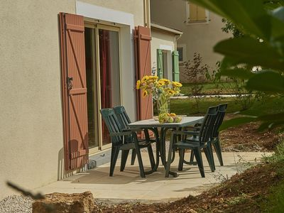 Photo for Single storey bungalow on holiday park in the Dordogne with swimming pool and WiFi
