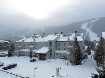Liftside Condos (near the Mountain House lifts, ski school, terrain park, cafes)
