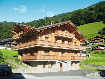 Photo for 8 bedroom Villa, sleeps 20 in Val d'Illiez with WiFi