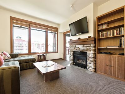 Photo for Sunny top-floor condo with reflection pool views and lodge amenities -- walk to shopping and dining