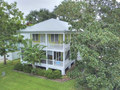 Sleep In The Past, Play In The Present, Historic Tybee Home