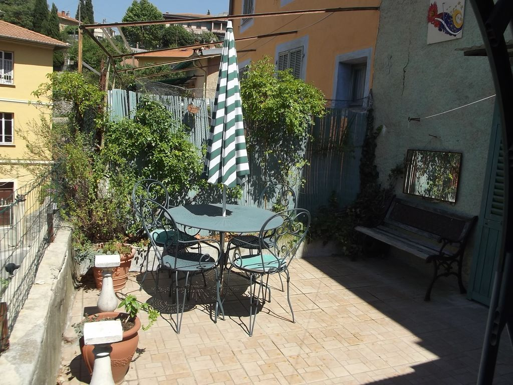 in the heart of the village, real two rooms with terrace  - 570437