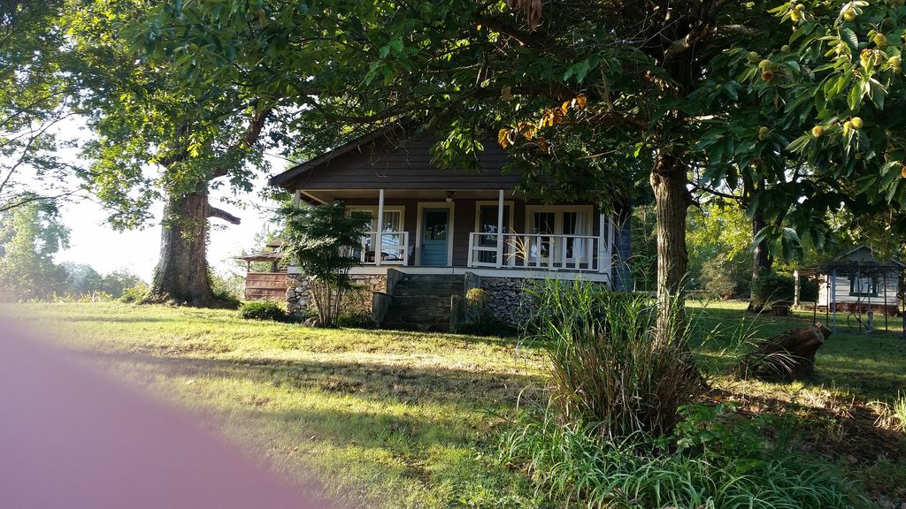 This Cabin Has All The Comforts Of Home11207 Hixon Pike