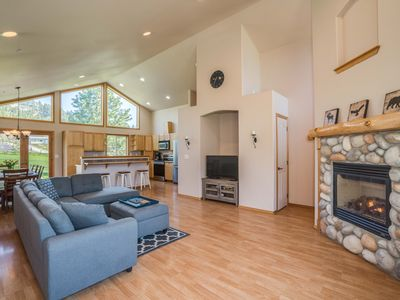 Photo for Sublime View Home Close to Downtown