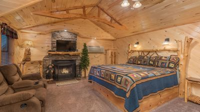 """Photo for Upper Canyon Inn & Cabins - """"Cabin 15"""" - Romantic Whirlpool Cabin- Fireplace & Kitchenette"""