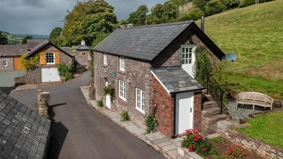 Photo for Orchard Cottage - One Bedroom House, Sleeps 2