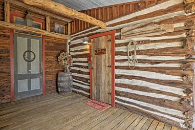 Take a trip to the Old West at this New Braunfels vacation rental studio cabin!