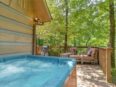 Photo for Bear Ridge, 3 Bedrooms, Sleeps 8, Hot Tub, WiFi, Indoor Jetted Tub, Private