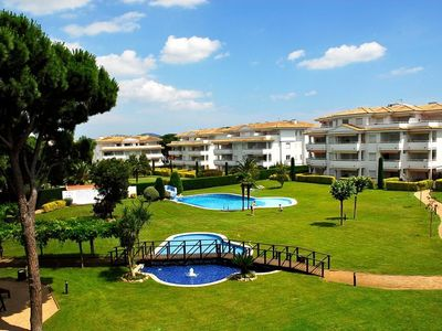 Photo for Apartment with balcony and WiFi near Golf de Pals. Ideal for families.