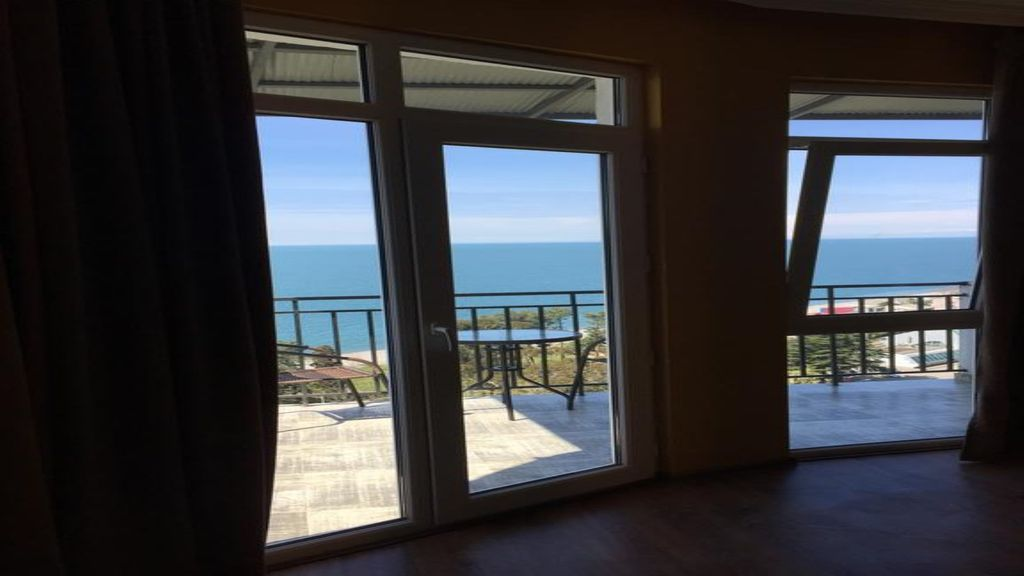 1 Bedroom Apartment with a Beautiful View at the Ocean