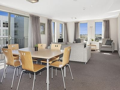 Photo for Heart of City - Modern Christchurch Apartment