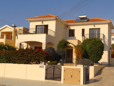 Fantastic 3 bed / 2 bath detached Villa with private garden and  large pool