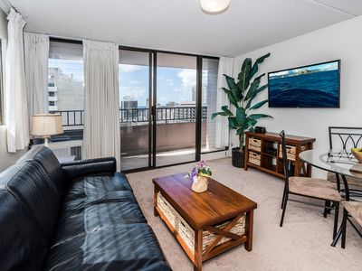 Ocean View End unit Royal Kuhio Condo with Full Kitchen and Free Parking!