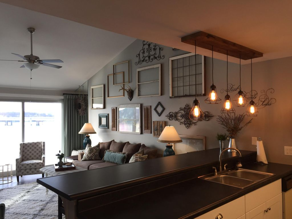Cozy up in this fresh, newly renovated, war... - VRBO