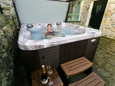 Photo for Dog friendly cottage with a hot tub. Single story barn conversion.