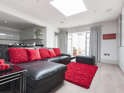Photo for Devonshire Place - luxury 2 bedrooms serviced apartment - Travel Keys