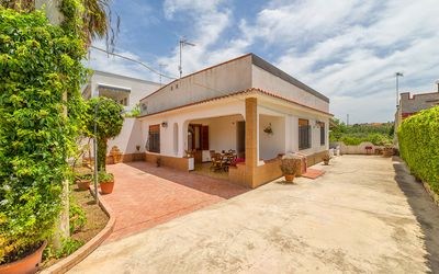 """Photo for Independent house """"Daila"""" 700 meters from the sea Menfi, Italy, climate, wifi, 5 guests"""