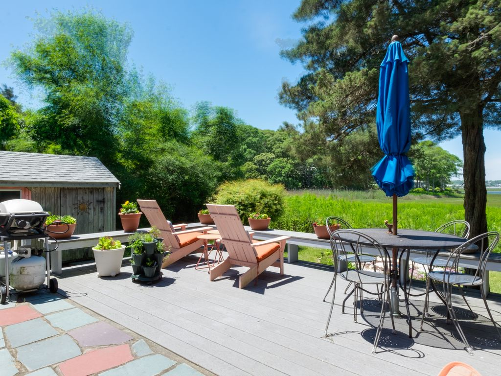 oak bluffs middle eastern singles This oak bluffs, massachusetts single family house is 4-bed, 3-bath, listed at  this wonderful location is also an easy bike ride to the east chop.