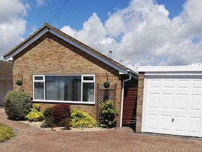 Photo for 3 bedroom bungalow close to the sea