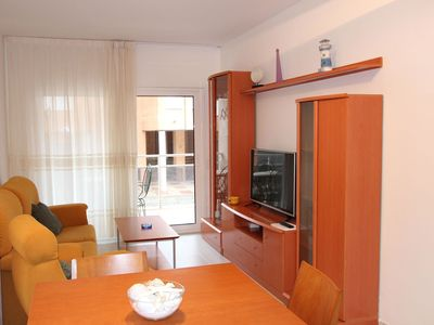 Photo for Lovely apartment with WIFI, A/C, TV, washing machine and parking