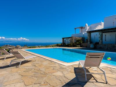 Photo for R479 Luxury Spacious Villa with Shared Pool 5mins from Beach