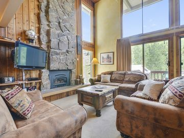 The BEST Ski-In/Ski-Out Location - Heated Pool and Hot Tub - By VisitSteamboat