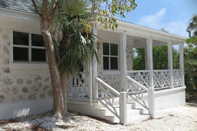 Private newly renovated stone cottage on Double Bay