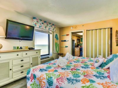 "Photo for WOW TROPICAL OASIS /CORNER END UNIT/COMPASS COVE/KING/OCEANFRONT/FIREPLACE/60""TV"