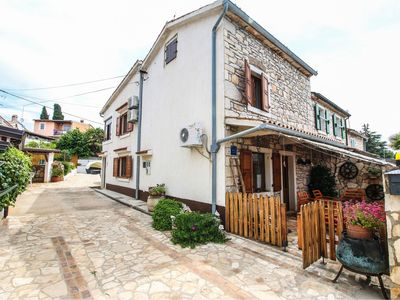 Photo for Adorable holiday home with covered terrace. Near the sea !