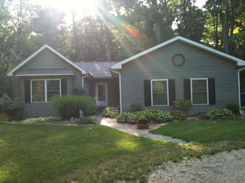 4 bedroom private beach rental in lakeside homeaway for 10 bedroom vacation rentals in michigan