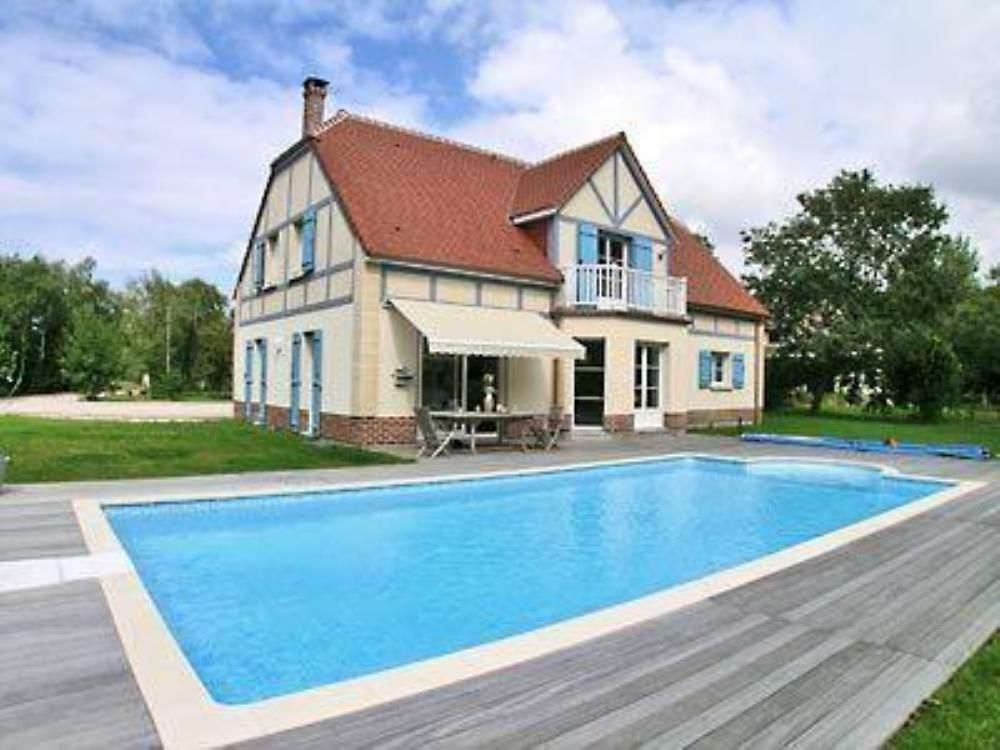 Villa de caract re tout confort avec piscine priv e pr s for Location piscine privee paris