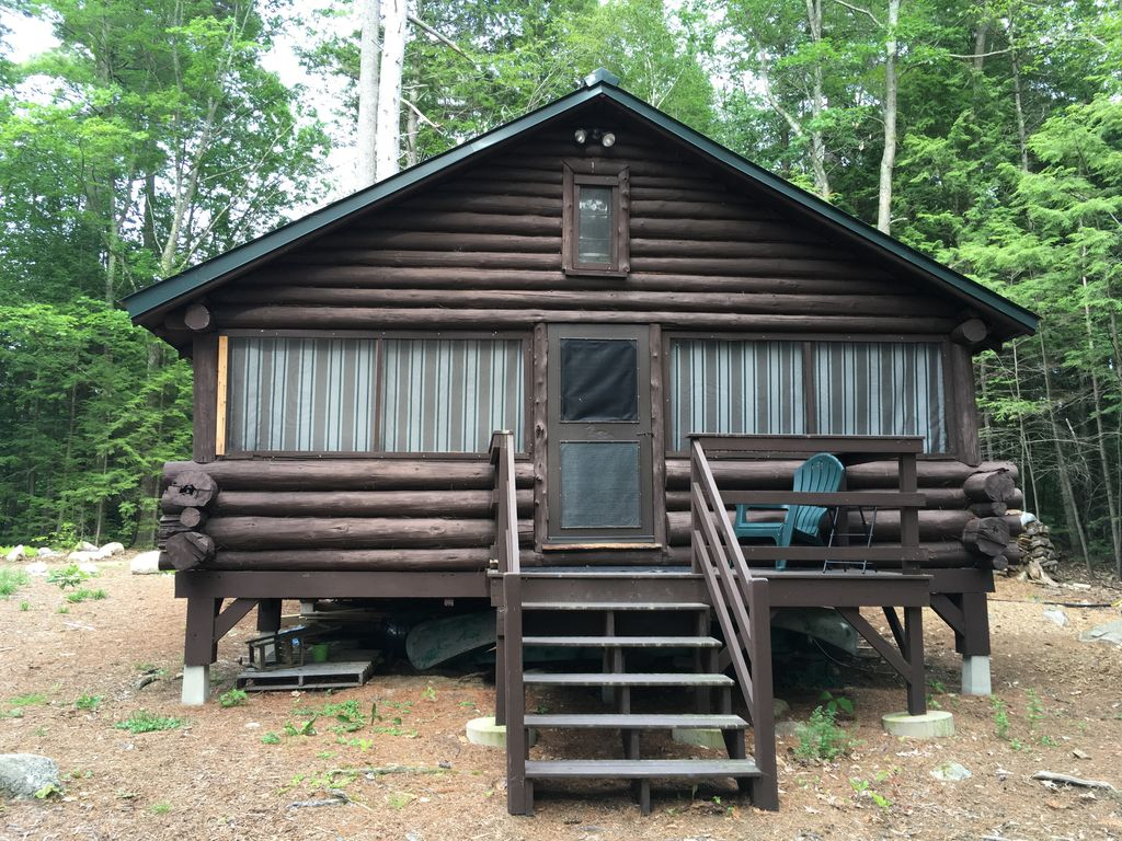 Great pond shoreline charming log cabin homeaway for Cabin rentals in maine with hot tub