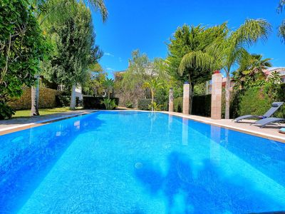 Photo for Luxurious holiday home for 8 persons, with pool, internet, air conditioning and, and,