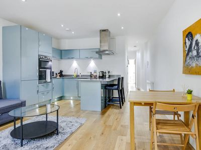Photo for Stylish1bed sleeps 4/King's Cross w/Balcony