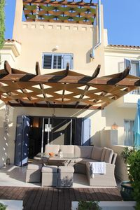 Photo for Luxury townhouse with Roof Terrace & Jacuzzi - sleeps up to 5 - 2019 calendar av