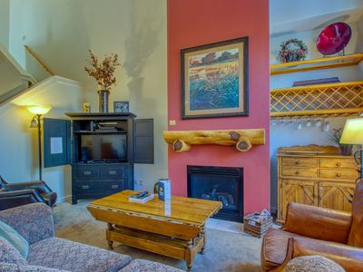 Photo for Spacious townhouse with shared pool, hot tub, and sauna!