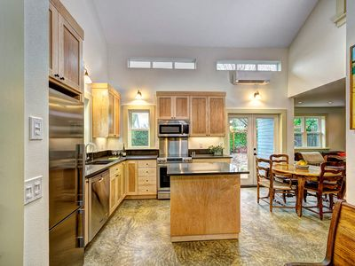 Walking distance to everything - so close to downtown Portland!