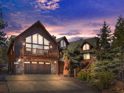 7 Bdr, Custom Three-Story Cabin, with Large View Decks and Game Room