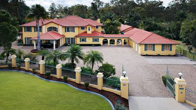 Photo for Alawara Mansion - Gold Coast - Private Resort - Pub - Pool - Tennis Court - More