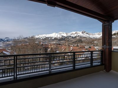 Photo for 2 Bedroom SKI-IN Suite | Outdoor Hot Tub, 2 Pools, Sauna, Gym, + More!