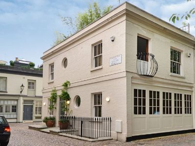 Photo for Spacious 3 Bedroom Mews House with Roof Terrace and Parking