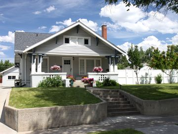 SWEET DOWNTOWN BUNGALOW