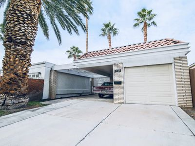 Photo for On the Golf course, gated, updated classic Vegas home