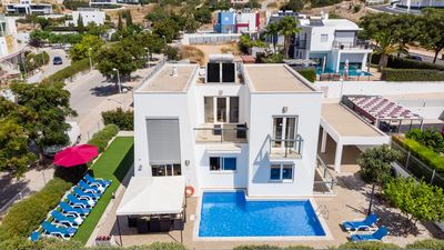 Photo for Modern villa, private pool, games room, AC, free WiFi