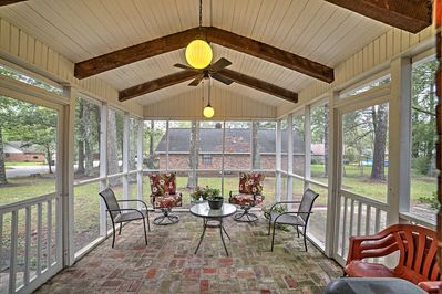Leave your worries behind for a revitalizing retreat at this Starkville house.