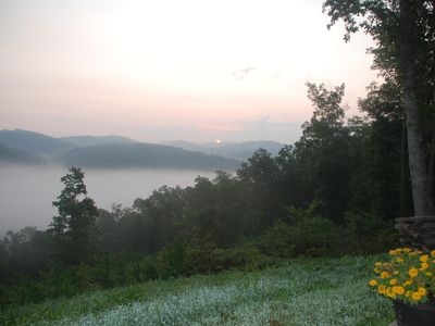 Bobcat Lodge-Ozark mountaintop with sweeping view of mountains, valley and creek