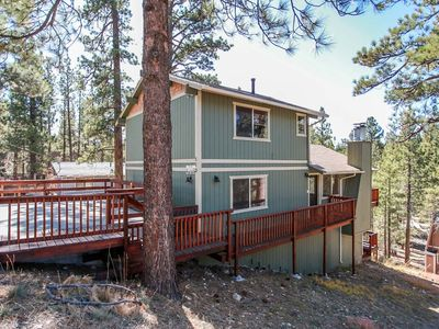 Photo for Treetop Getaway Spacious 4 BR Cabin w/ Pool Table