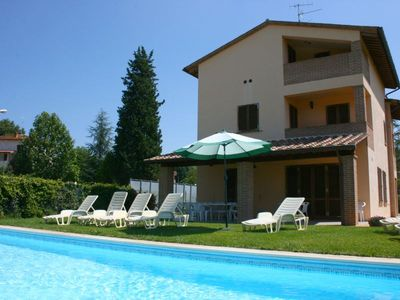 Photo for Up to 12 people villa with private pool and garden. Between Arezzo and Siena.